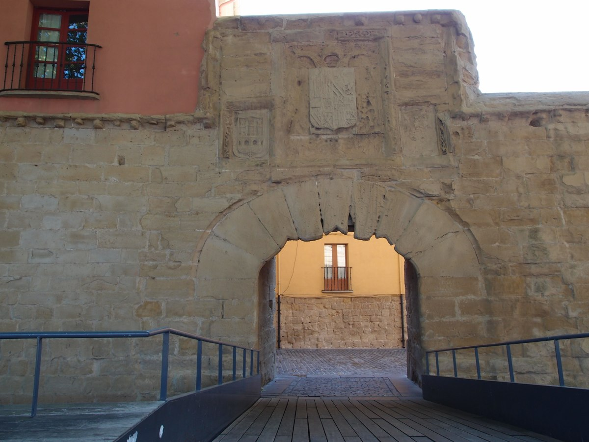 01. Murallas y Cubo del Revellín, Puerta de Carlos V